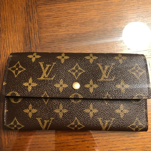 785a237bf32 Louis Vuitton women's wallet monogram